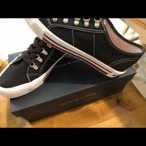 Ladies Tommy Hilfiger shoes size 9 M